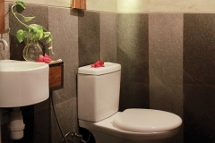 Interior-toilet-restoran-steak